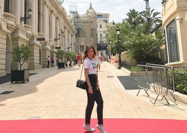 Αθηνά Οικονομάκου Gallery: Αθηνά Οικονομάκου: Κάνει Tour με τον καλό της στη νότια
