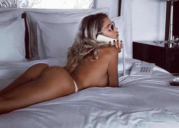 """""""Κολάζει"""" με τις σέξι πόζες της η πρώην σύντροφος του Justin Bieber!"""