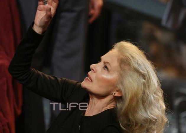Μαρία Αλιφέρη: Εντυπωσιακή εμφάνιση στη σκηνή στα 66 της χρόνια!