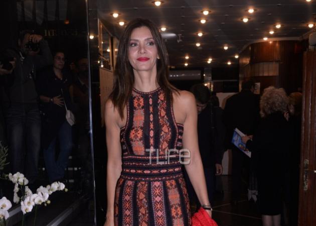 Κατερίνα Λέχου: Βραδινή έξοδος στο θέατρο για ν' απολαύσει τους φίλους της! [pics]