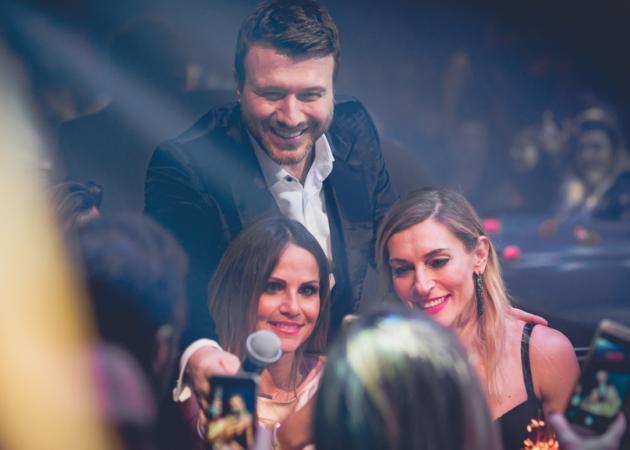 Γιάννης Πλούταρχος: Διάσημοι φίλοι στην πρεμιέρα του! [pics]