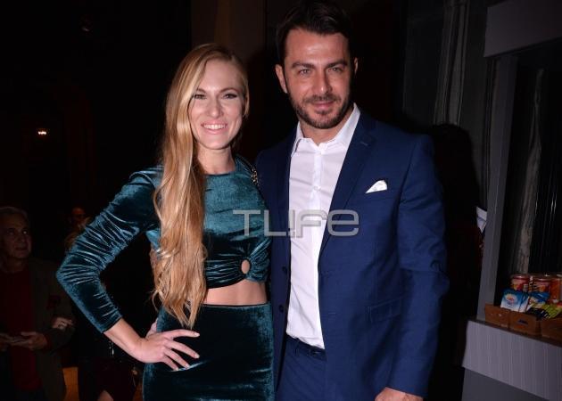 Γιώργος Αγγελόπουλος: Γοήτευσε με μπλε κοστούμι στο θέατρο! [pics]