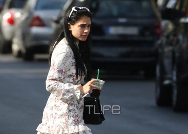 Κόνι Μεταξά: Βόλτα στην Γλυφάδα, λίγες μέρες πριν την θεατρική της πρεμιέρα! [pics]