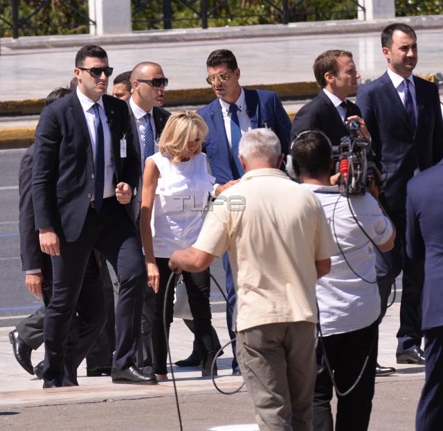 vuitton6 - Μπριζίτ Τρονιέ: H κομψή και λιτή εμφάνιση στην Αθήνα και αγαπημένη της Louis Vuitton τσάντα! - επισκεψη, ελλάδα, Macron