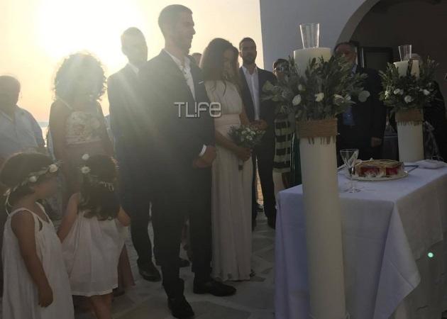 Άννα Μπουσδούκου - Σταύρος Ιωαννίδης: Φωτογραφίες από τον ρομαντικό τους γάμο στην Αντίπαρο
