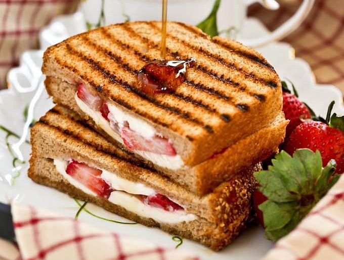 6 - Light συνταγές με φράουλες: Γλυκά και αλμυρά πιάτα που θα κάνουν πιο απολαυστική τη δίαιτά σου