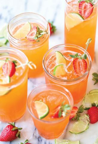 7 v - Light συνταγές με φράουλες: Γλυκά και αλμυρά πιάτα που θα κάνουν πιο απολαυστική τη δίαιτά σου