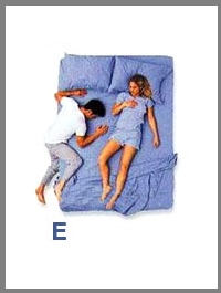 src=/files/Image/SxeseisKaiSex/2014/LOVEQUIZ/couples_sleeping_positions_5.jpg