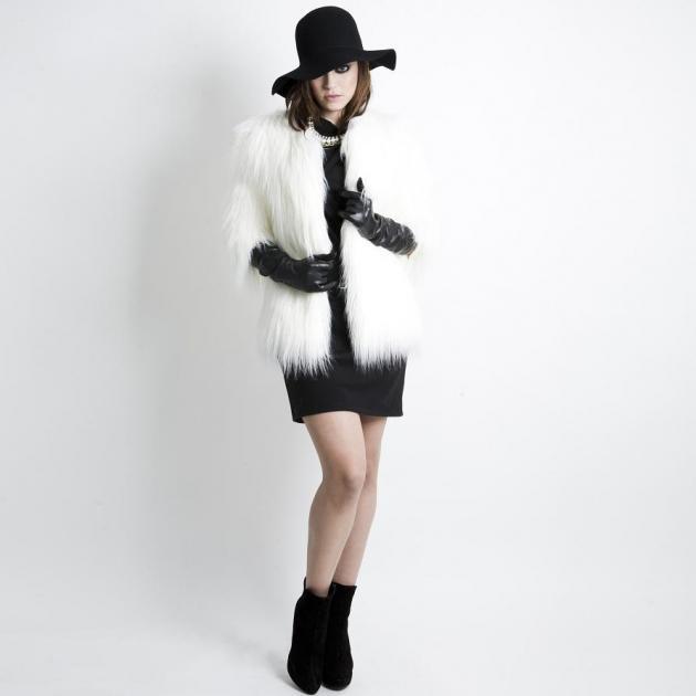 Ακόμα και με το προπέρσινο φόρεμά σου μπορείς να πετύχεις μια πολύ glam  εμφάνιση! Μην φοβηθείς τα αξεσουάρ! Φόρεσε μια λευκή 76050ee5233