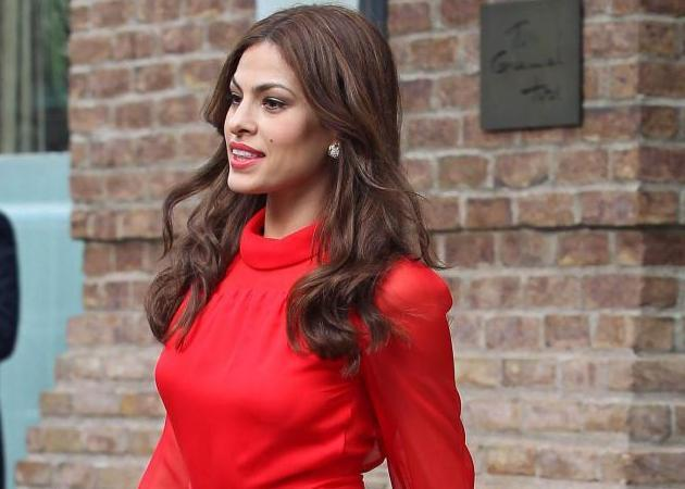 Lady in Red: H Eva Mendes στο Tribeca
