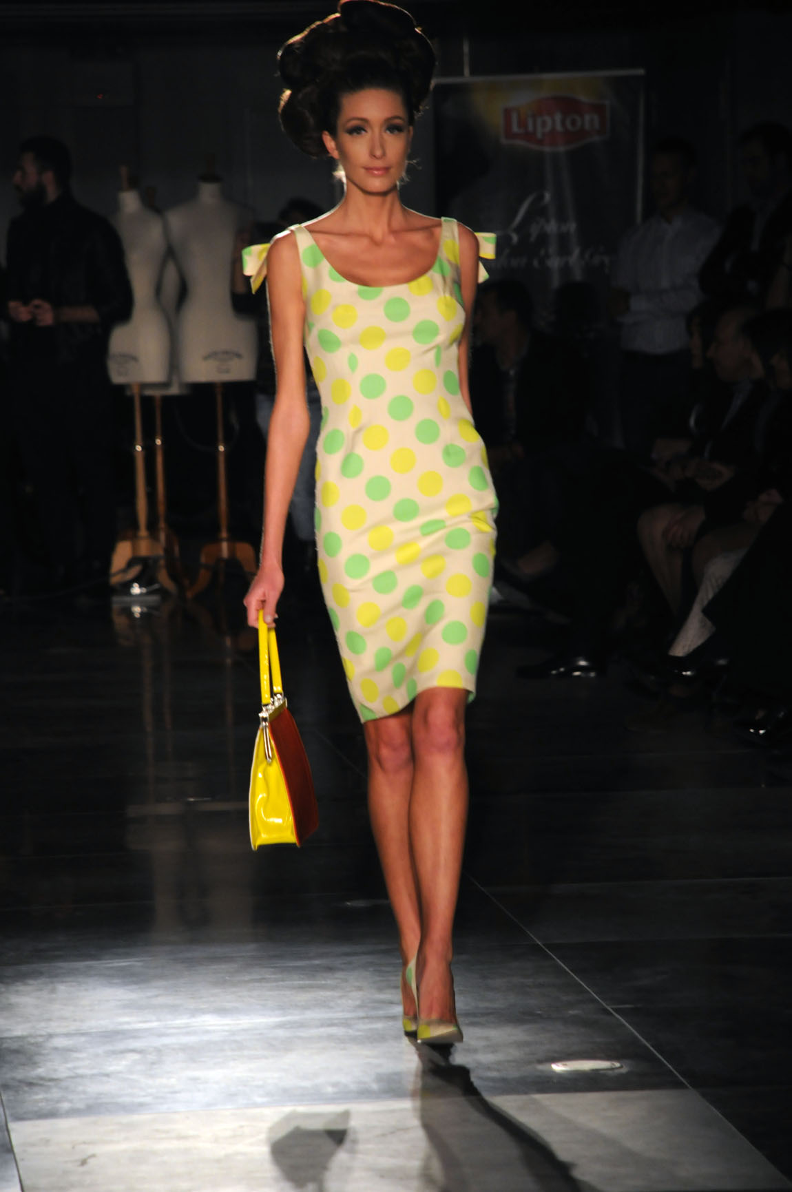 Τα φορέματα πολύ εντυπωσιακά αφήνοντας μία αίσθηση γλύκας... Εκλεπτυσμένη  κομψότητα 0bf678df9f9
