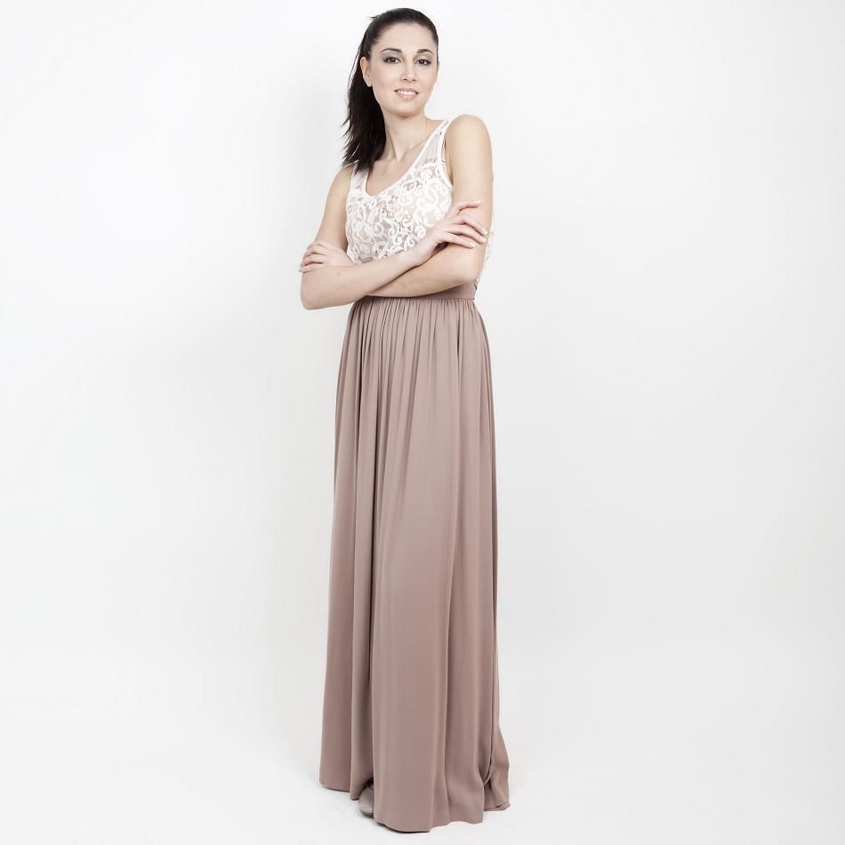 Την μάξι φούστα είδαμε φέτος σε πολλά catwalks -όπως Chloe ca52f107d21