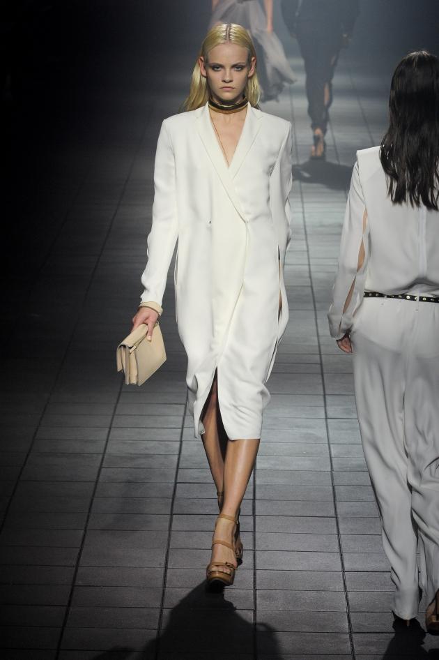 14efdd30832e Να φορέσω λευκό φόρεμα σε γάμο φίλης μου  Στην ορκομωσία μου με τι ...