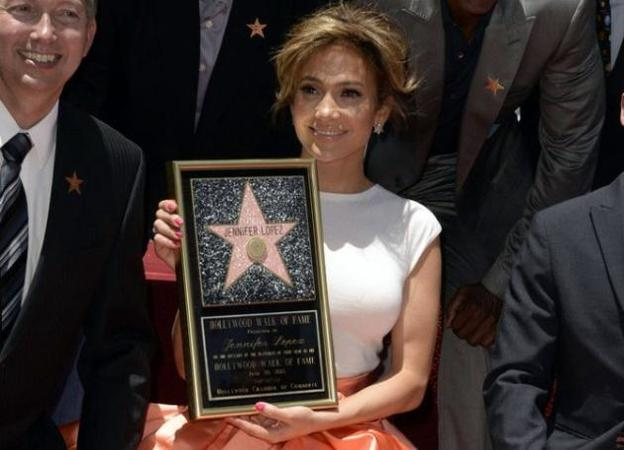 H Jennifer Lopez με Dior στο Holywood Walk Of Fame