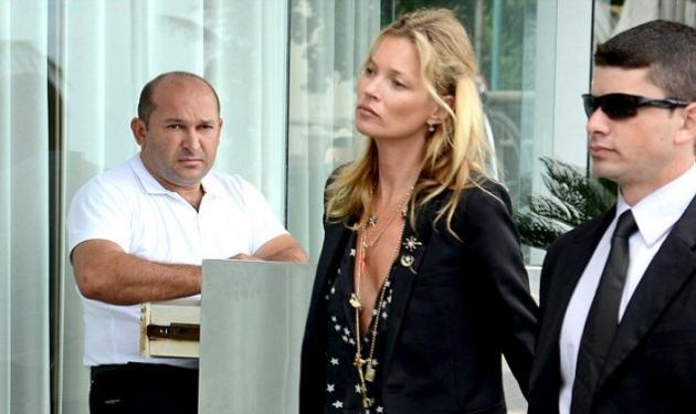 Kate Moss: Με αποκαλυπτικό ντεκολτέ στη Βραζιλία!