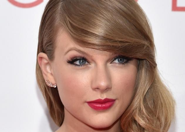 H Taylor Swift με Monique Lhuillier: Δες το εντυπωσιακό look της!