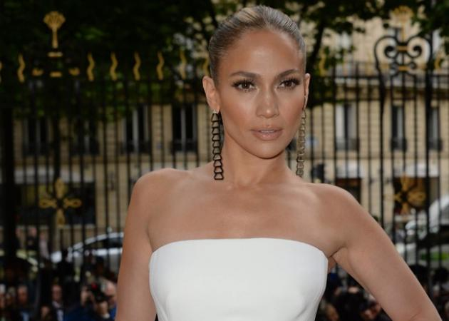 H Jennifer Lopez με Atelier Versace στην Couture Fashion Week