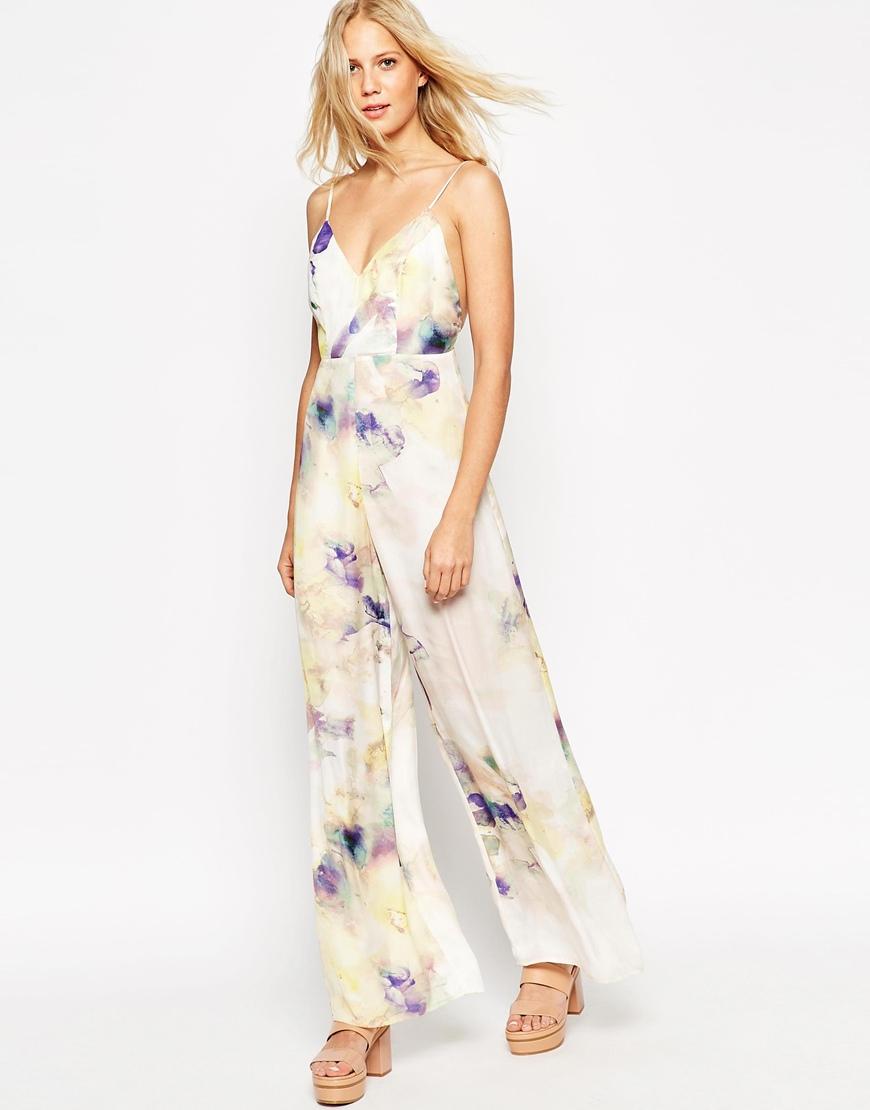 c5e484ae85e ... να βάλεις (ανάλογα και το που είναι το πάρτυ) ένα μακρύ φόρεμα αέρινο,  μια ολόσωμη φόρμα με ψηλά πέδιλα ή ένα midi pastel φόρεμα με ωραία ανοχτή  πλάτη.