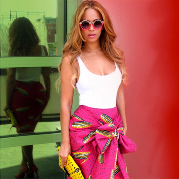 src=/files/Image/fashion/2015/JUNE/17-6/beyonce-pink-skirt-white-top-600x600.jpg