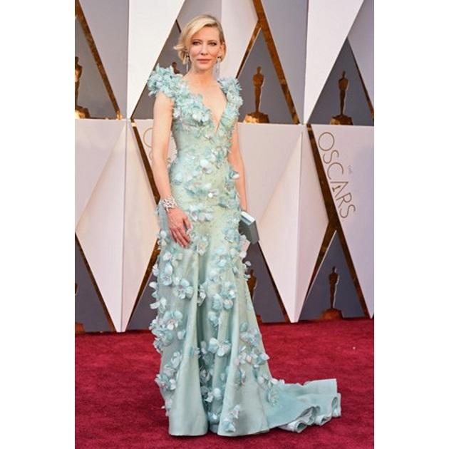 Η Cate Blanchett φόρεσε ένα Armani Privé gown διακοσμημένο με Swarovski  crystals και Tiffany   Co. κοσμήματα. b9f5d2bbeba