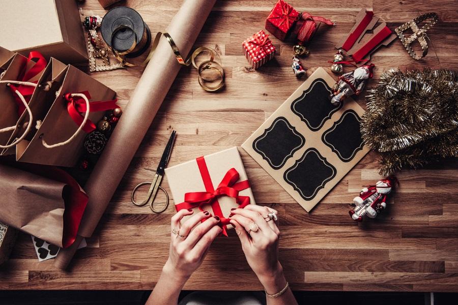 Χριστούγεννα 2017  Ιδέες για μοναδικά δώρα που θα χαρίσεις στους ... f62a41d110a