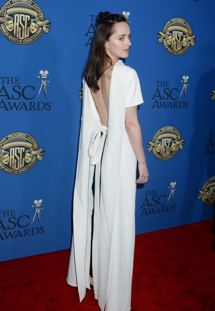 b252f4596e0a Dakota Johnson  Οι πιο εντυπωσιακές red carpet εμφανίσεις της! - TLIFE