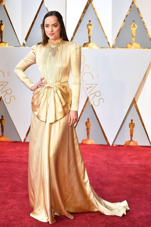 Η Dakota Johnson προτίμησε ένα Gucci φόρεμα από τη συλλογή autumn winter  2017. 5eef3f2fa96