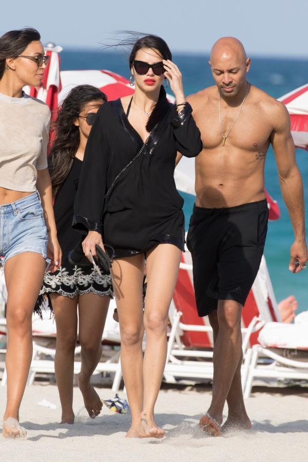 11 - Τα beach looks των σταρ για ακαταμάχητο στιλ στην παραλία... και φέτος!