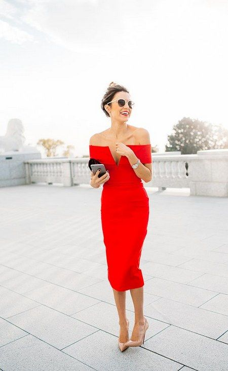 fda292036e91 Μια καλή επιλογή είναι το midi φόρεμα σε έντονο χρώμα. Το φοράς με ουδέτερα  αξεσουάρ