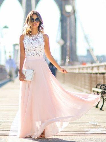 802bd6ca4b59 Μια αγαπημένη επιλογή των γυναικών είναι το maxi φόρεμα. Μπορείς να  διαλέξεις ένα σε έντονο χρώμα και με ανοιχτή πλάτη