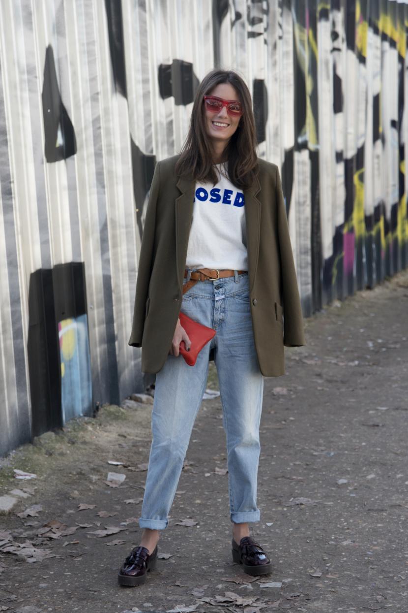 5c9c1a24195a Μια street style εμφάνιση που αποδεικνύει πως μπορείς να φορέσεις το jeans  στο γραφείο