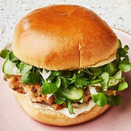 Tropical burgers σολομού | tlife.gr