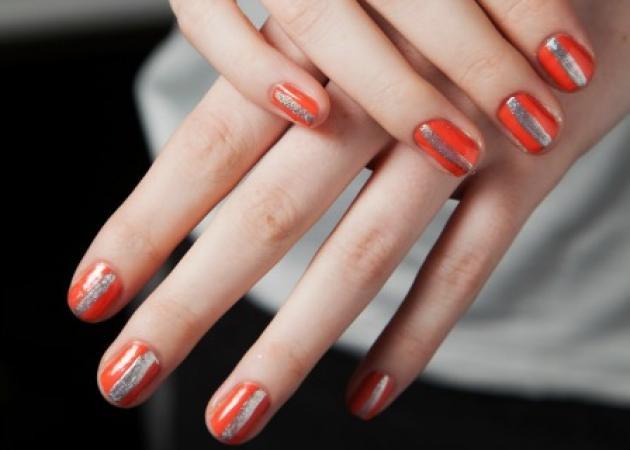 Το nail art που μπορούμε να κάνουμε όλες! Ναι! Ακόμη κι αν δεν πιάνουν τα χέρια μας!
