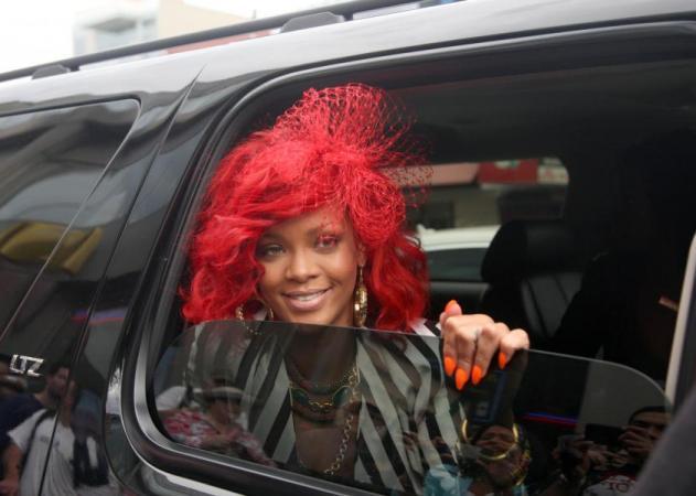 Η Rihanna συνδυάζει τα ασυνδύαστα! | tlife.gr