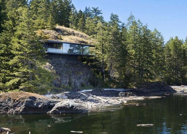 Στην άκρη του βράχου ακροβατεί ένα μοντέρνο σπίτι!