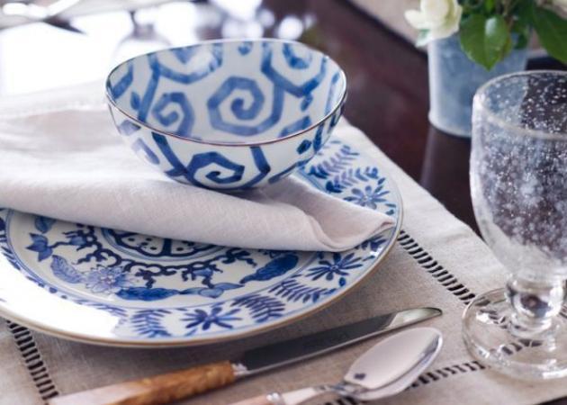Μπλε-λευκό: διάσημοι οίκοι διακοσμούν το καλοκαιρινό σου τραπέζι!   tlife.gr