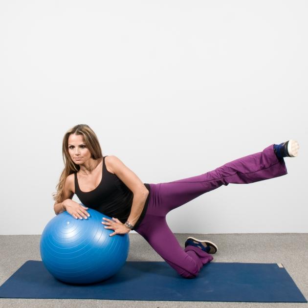 11 | Ασκήσεις με μπάλα: Άρσεις μηρών στο πλάι με στήριξη στη μπάλα Μέρος Δεύτερο