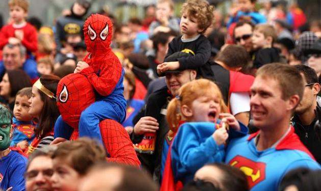 Διαδήλωση με τον Batman και τον Superman; | tlife.gr