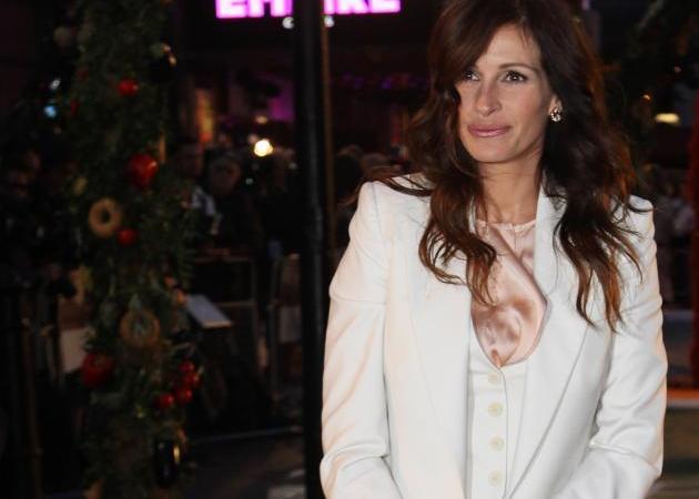 Τι φόρεσε η Julia Roberts στην πρεμιέρα της στο Λονδίνο; | tlife.gr