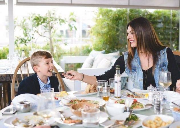 Σοφία Παθέκα: Γεύμα με τον σύζυγο και τους γιους της! Φωτογραφίες