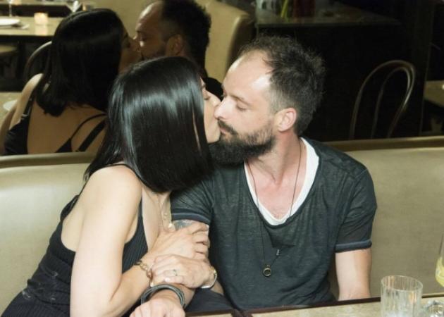 Ιωάννα Πηλιχού – Μάκης Τσούφης: Καυτά φιλιά στην επέτειό τους! Φωτογραφίες