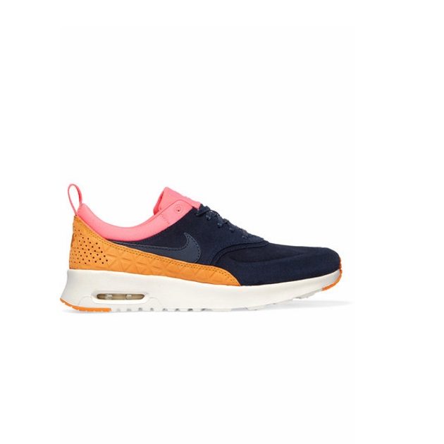 9   Sneakers Νike