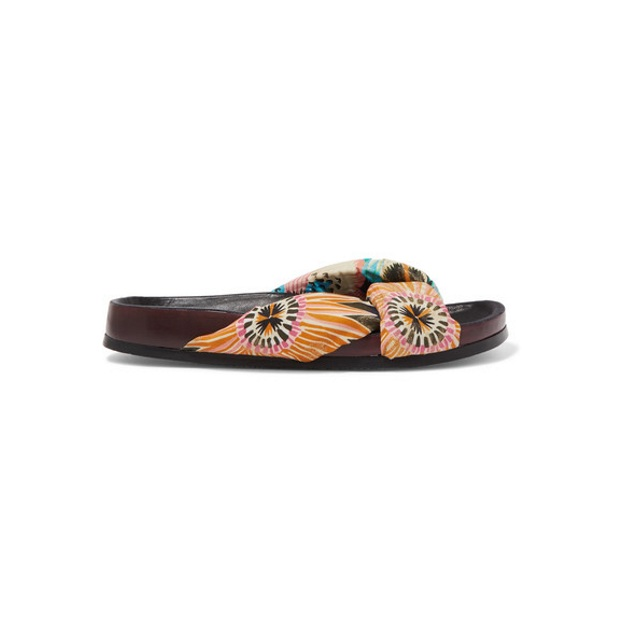 12 | Slippers Gucci 550€