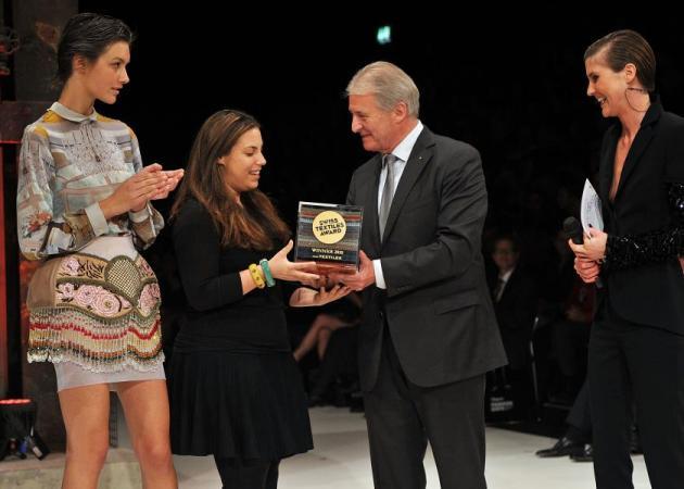 H Μαίρη Κατράντζου κερδίζει το Swiss Textiles Award | tlife.gr