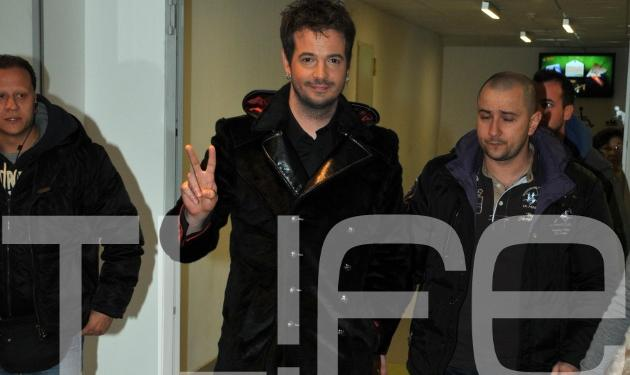 O Νίνο τραγουδάει για τους ερωτευμένους! Δες φωτογραφίες | tlife.gr