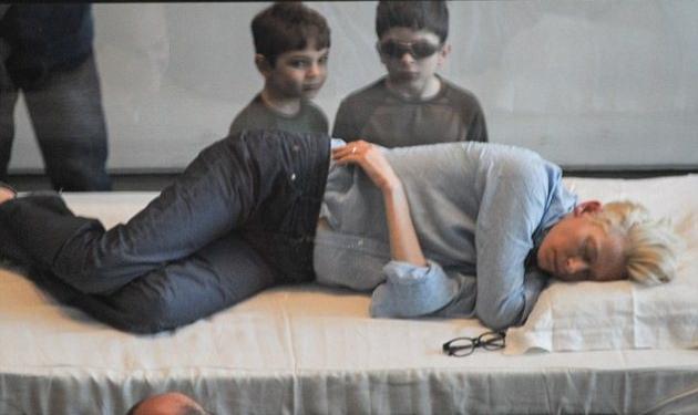 Ποια διάσημη, οσκαρική ηθοποιός έγινε ζωντανό έκθεμα σε μουσείο ενώ κοιμάται; Δες τις απίστευτες φωτογραφίες!