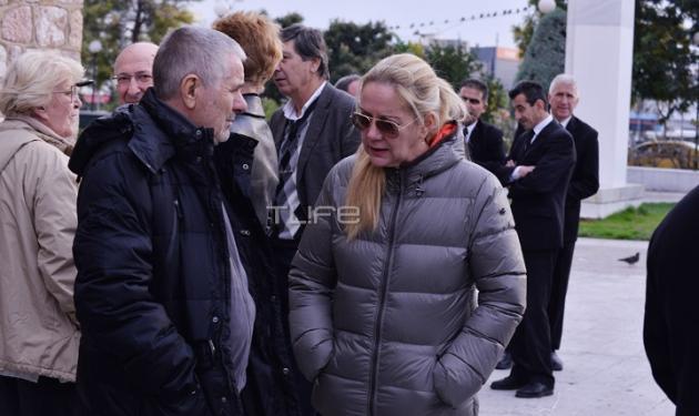 Θλίψη στην κηδεία του Τόνυ Άντονυ – Με δάκρυα στα μάτια τον αποχαιρέτησαν οι φίλοι του | tlife.gr