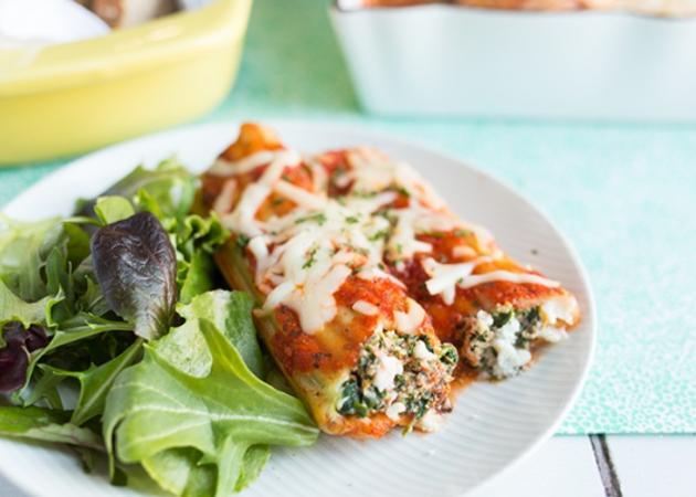 Light λαζάνια με σάλτσα ντομάτας και γέμιση τυριού | tlife.gr