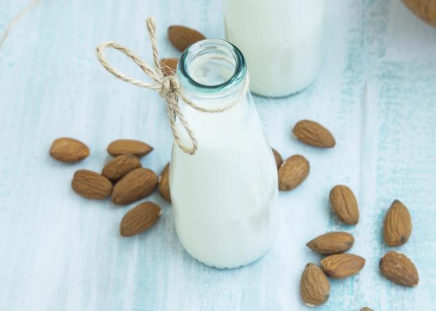 ΓΑΛΑ ΑΜΥΓΔΑΛΟΥ: Όλα όσα πρέπει να γνωρίζεις πριν το υιοθετήσεις στη διατροφή σου | tlife.gr