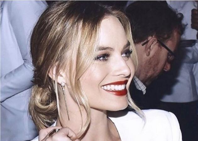 Η Margot Robbie παντρεύτηκε! Δες το εντυπωσιακό νυφικό που επέλεξε